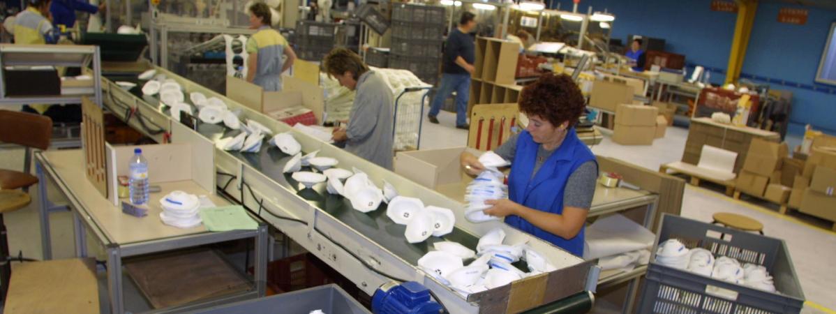Comment la France a sacrifié sa principale usine de masques basée en Bretagne. Enquête de france info.
